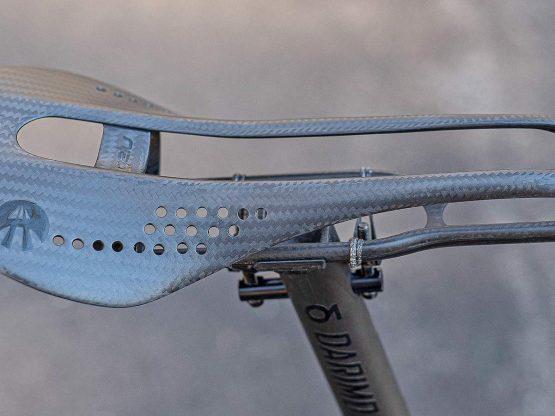 Affinity-Anthem-steel-road-bike_modern-ultralight-weight-weenie-premium-stainless-steel-rim-brake-road-bike_Gelu-71g-carbon-saddle-top